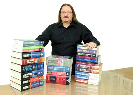 O Autor Júlio Battisti e seus Livros